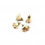 24x16mm kreminės sp. gėlyčių pakabukai, aukso sp. kepurėle, 4vnt.